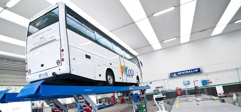 officina riparazione autobus